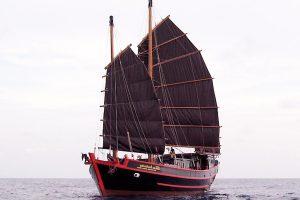 Junk yacht 01